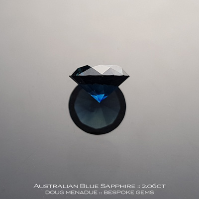 #12147-10, Australian Sapphire, Round Brilliant, 2.06 Carats, 7.83X7.81X4.75mm, Blue - A beautiful natural Australian Sapphire from the gemfields around Rubyvale, Central Queensland, Australia - Doug Menadue :: Bespoke Gems :: WWW.BESPOKE-GEMS.COM - Finest Quality Precision Custom Gemcutting and Lapidary Services Based In Sydney Australia