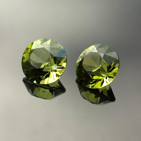 Peridot, Round Brilliant, Cheviot Hills, Australia, #581 - Doug Menadue :: Bespoke Gems - Master gemcutter and lapidary artist specialising in fine custom cut precision gems from a wide range of select facet gem rough. Located in Sydney, Australia.