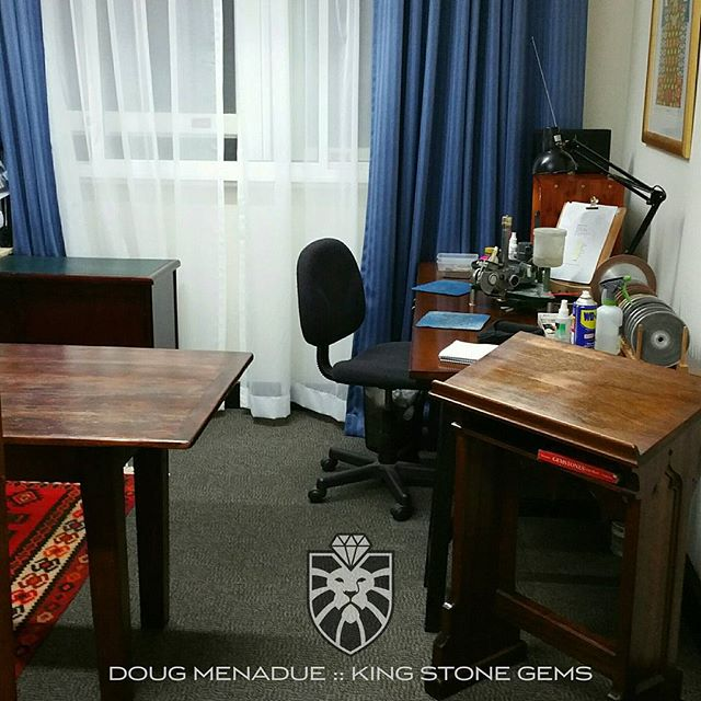 Ah, finally settled into my new office. What a mission the last two weeks have been. Moving office is always a bigger job then you think it will be even if it is only one floor above the old office. This is a great room and I'm loving it. New office,  new brand name,  new website.  WWW.KINGSTONEGEMS.COM - Precision Gemcutting and Lapidary Services Located In Sydney Australia